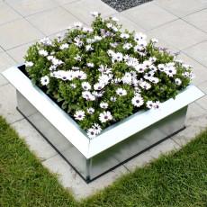 31-kvadratisk-blomsterkasse-med-sneglekant-terrassen-galvanisert