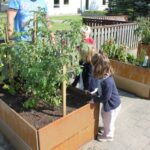 Ta barna med ut i hagen: 6 lærerike aktiviteter