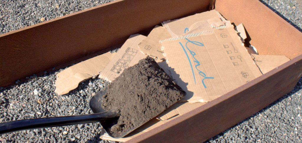 LandHage.no sin emballasje kan brukes fyll i bunnen av plantekassen