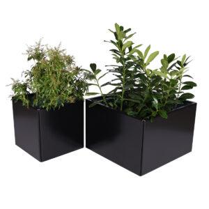 Land Black kvadratisk blomsterkasse i svart aluminium fra LandHage.no