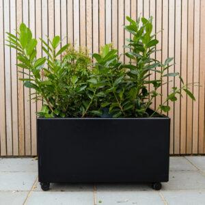 Land Black kvadratisk plantekasse med hjul fra LandHage.no