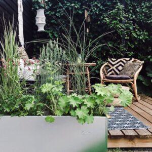 Land Classic avlang plantekasse fra LandHage.no definerer terrassen