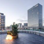 Tivoli Corner - innredning av taket, terrasse som vender mot hagen og Hotel Nimbs terrasser