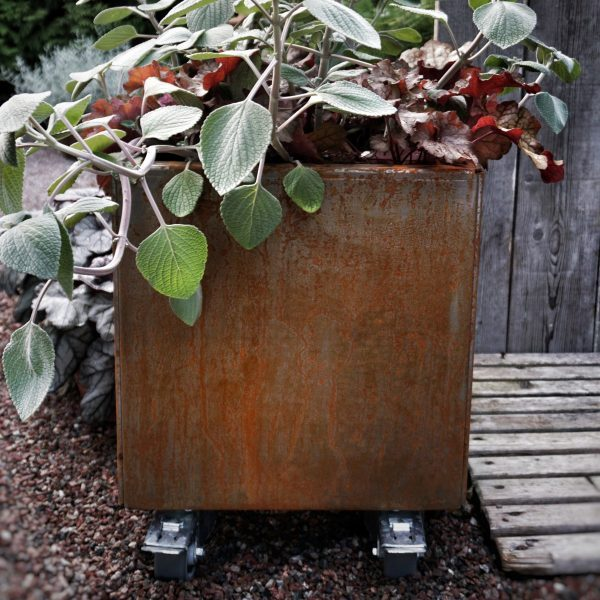 Land Modern kvadratisk plantekasse med hjul fra LandHage.no hos arstidensbasta
